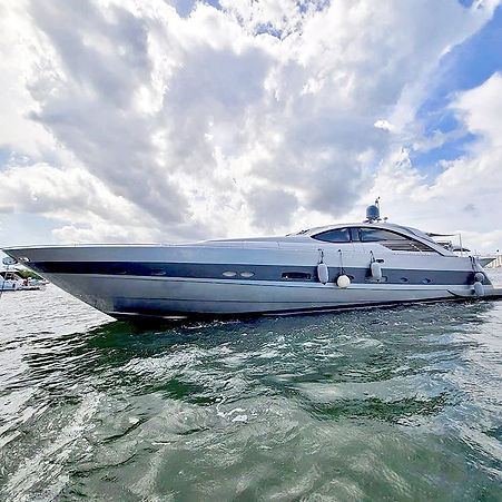 Yacht for rent in Miami