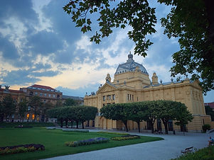 Experience Zagreb in half day - Private drive & walk tour