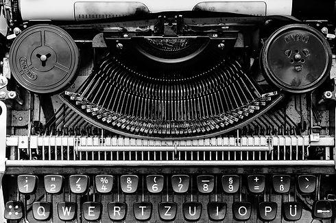 typewriter-1156829_1920.jpg