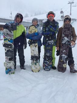 сноуборды и лыжи на прокат
