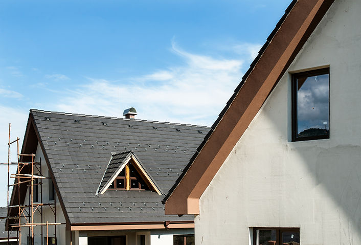laying-roof-tiles-3Z45TDS.jpg