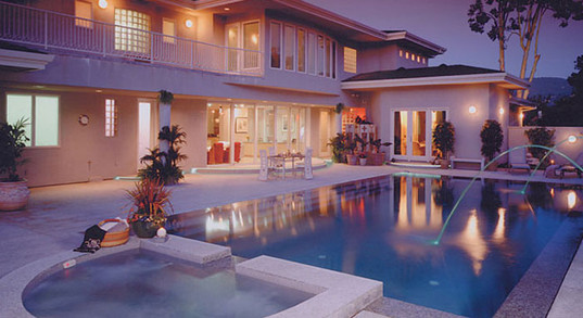 modern-pool-perimeter-overflow-lighting-