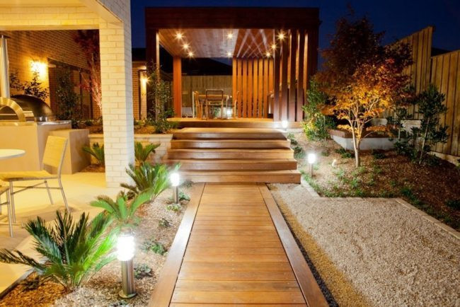 Outdoor-accent-lighting-ideas-5-e1464276