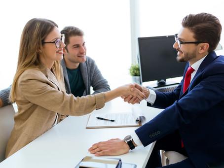 """Entenda a diferença entre """"eficiência  ao cliente"""" e """"serviço ao cliente"""""""