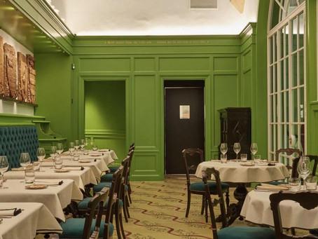 Gucci inaugura restaurante em Florença, onde a alta costura encontra a alta gastronomia.
