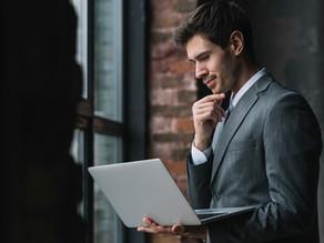 As vantagens e desvantagens de ser exigente no ambiente profissional.