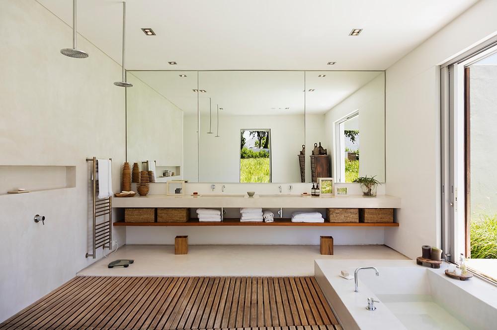 Badezimmer mit Fliesen im Großformat