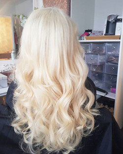 Bouncy blonde styled ♥️
