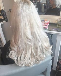 Beautiful white hair thanks to _olaplex