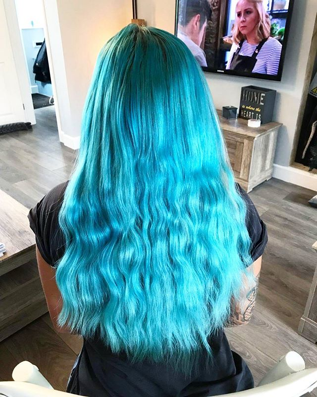 I just LOVE BLUE HAIR !!