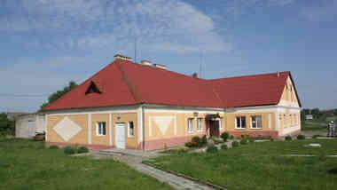 Административное здание по ул. Школьной, 16 в а.г. Мижеричи Зельвенского района Гродненской области