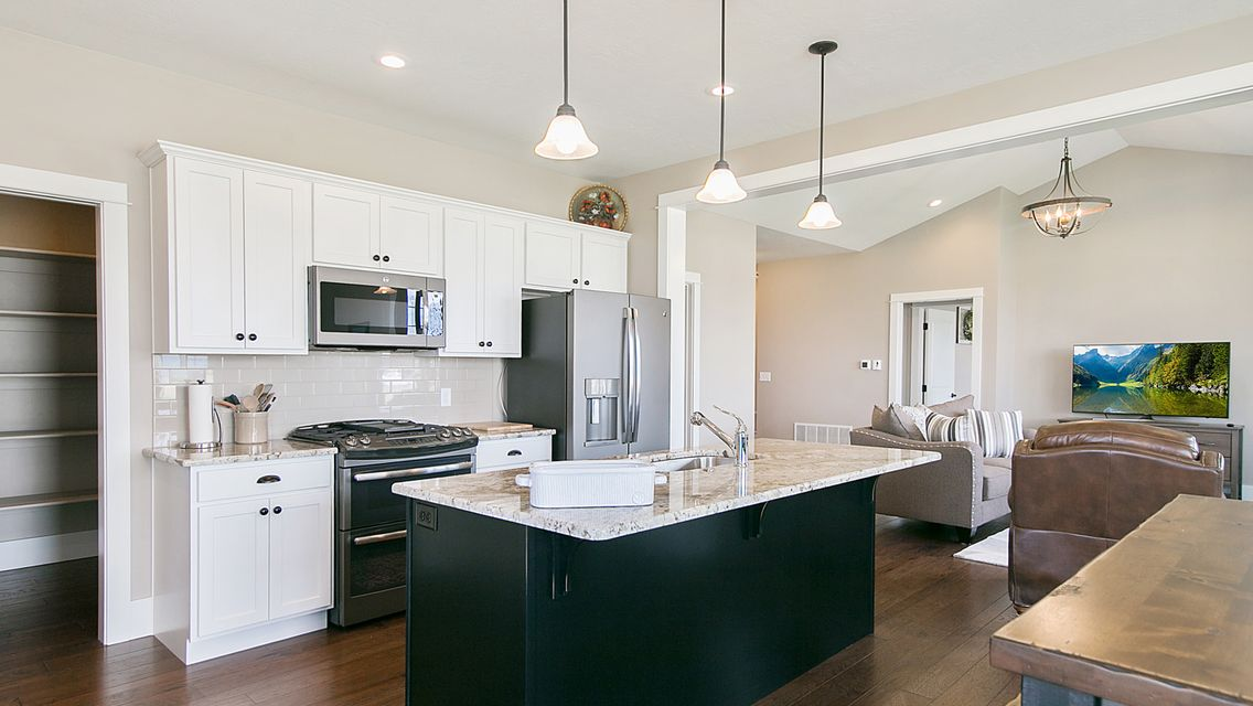 Larkspur Kitchen 3
