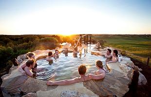 Peninsula-Hot-Springs-hilltop-pool.png