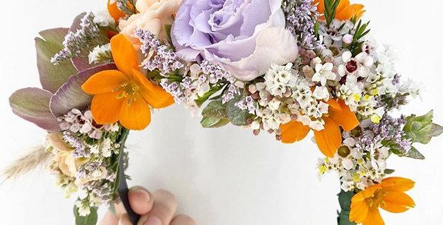 קשת מלאה פרחים