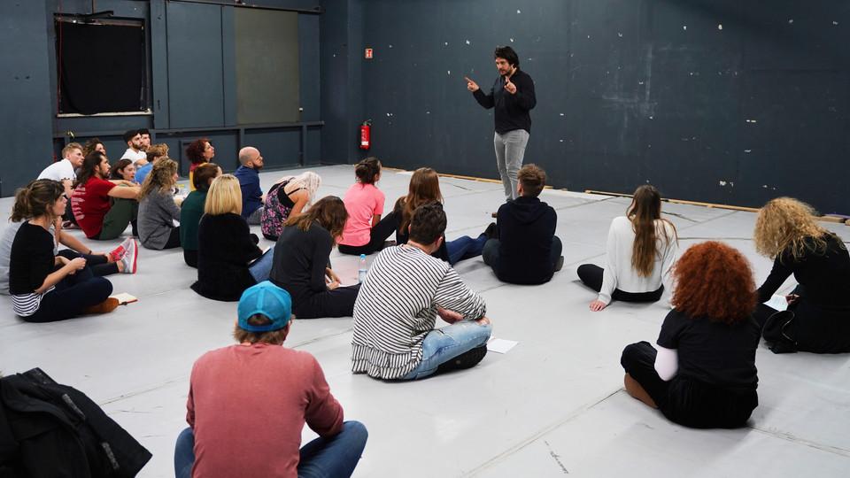 Francisco Medina teaching at Acting Masterclass