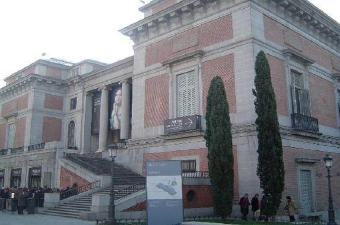 El Museo del Prado es el museo más famoso de Madrid y uno de los museos de arte más importantes del mundo. Entre sus artistas se encuentran pintores de la talla de Velázquez y Goya.