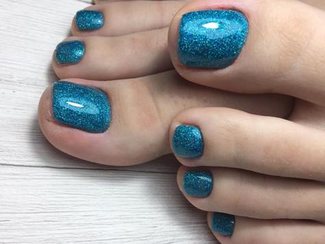 Гелевое моделирование поврежденных ногтей