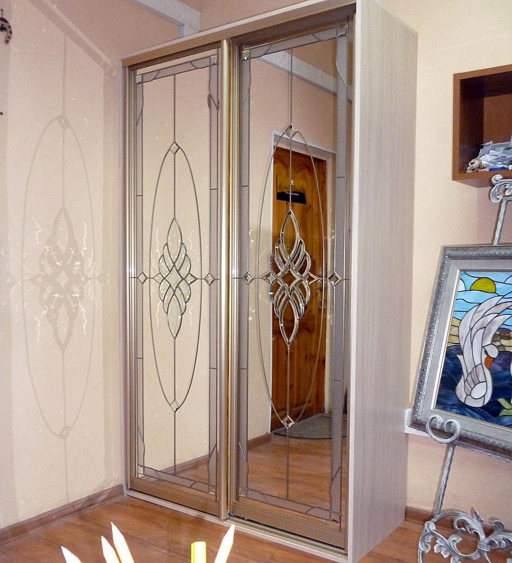 Шкаф-купе с зеркалами, выставочный образец в мастерской