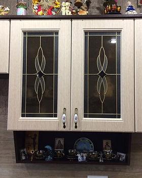 Кухонные фасады с витражным стеклом