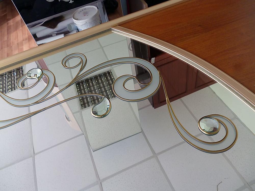 Витраж на зеркале с фацетными элементами