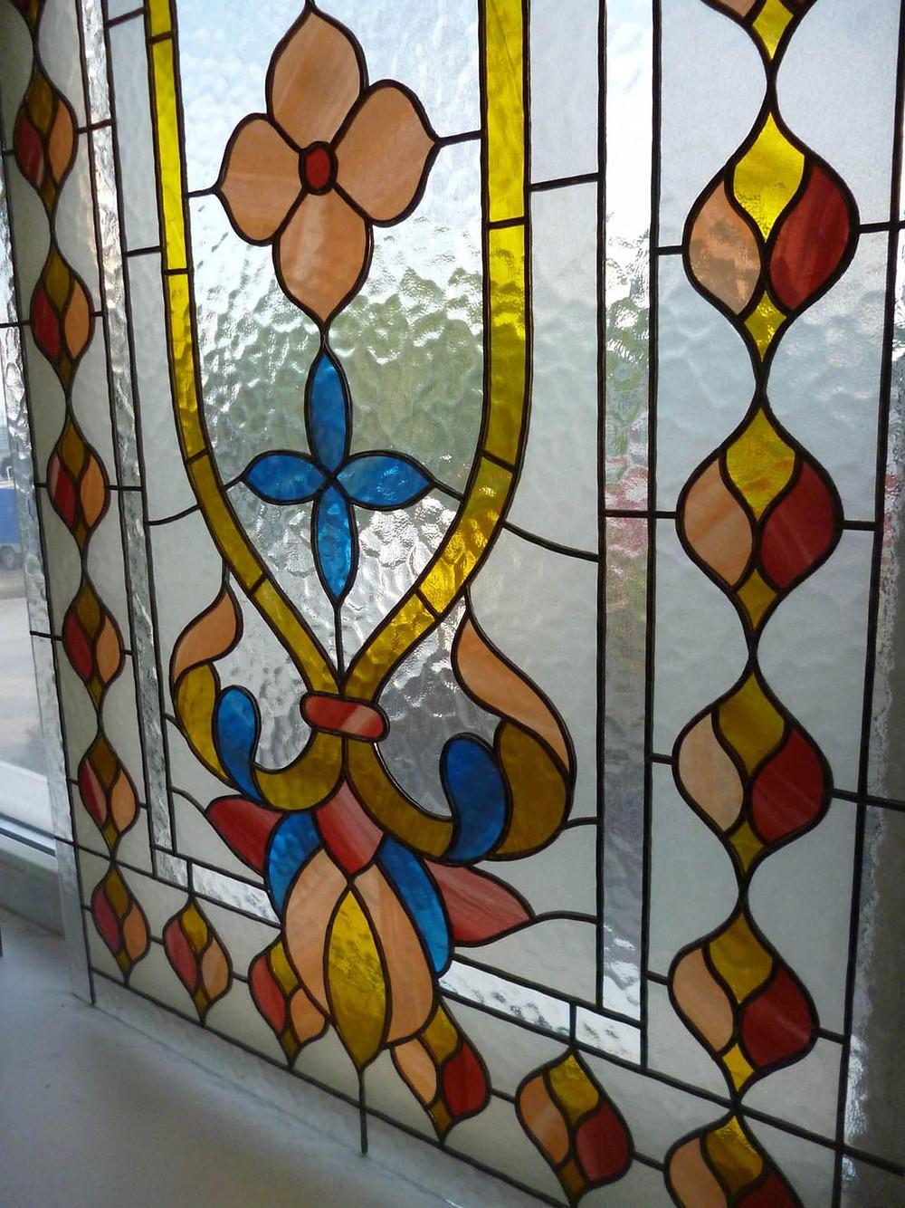 Фрагмент готового изделия на окне в мастерской