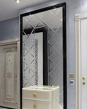 Зеркало в прихожей с алмазной гравировкой