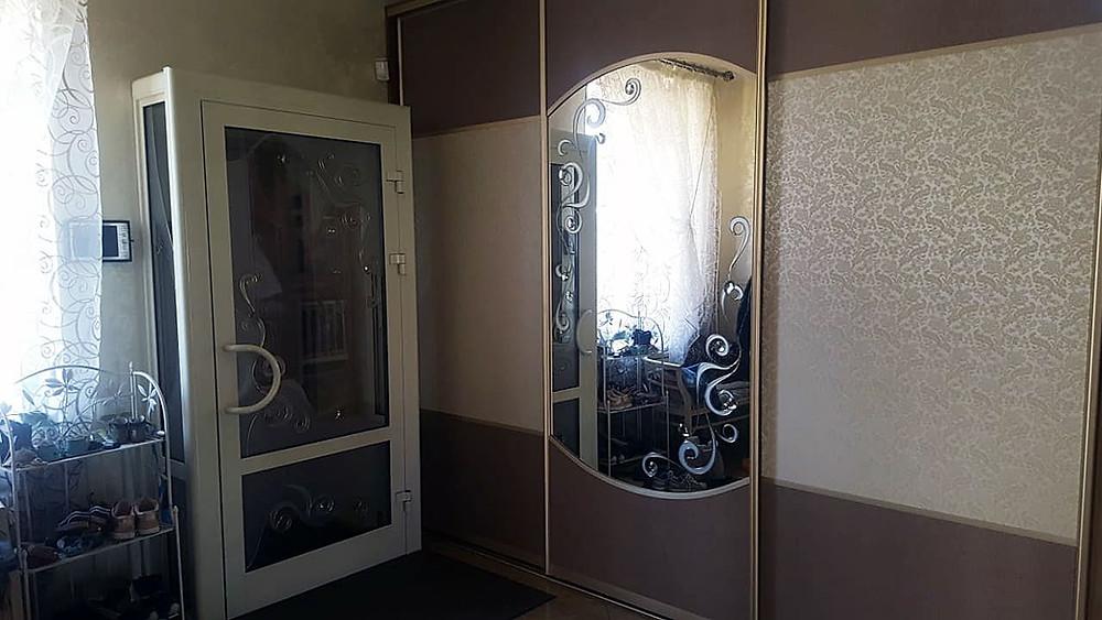Декор стеклянной группы и зеркала витражными материалами