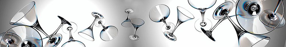 Черно-белое изображение с бокалами мартини для кухонного фартука