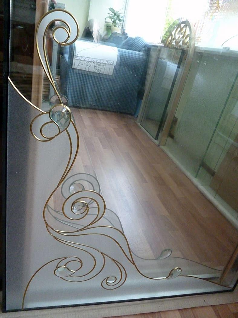 Витраж на оконном стеклопакете для входной двери