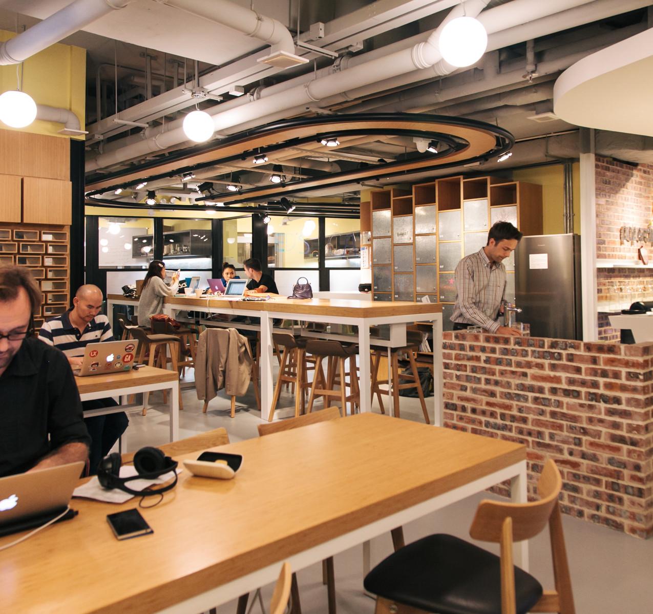 Pic 14 - Paperclip_s hot desks