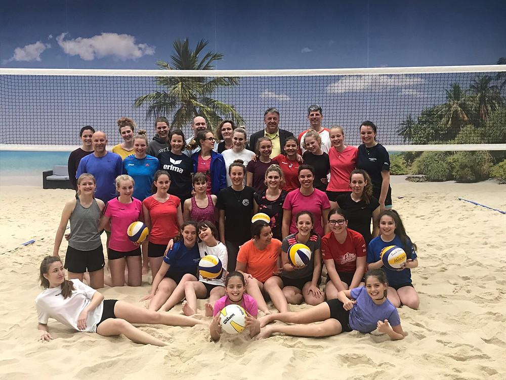 Der VBC feiert Saisonende und Jubiläum im Sand.