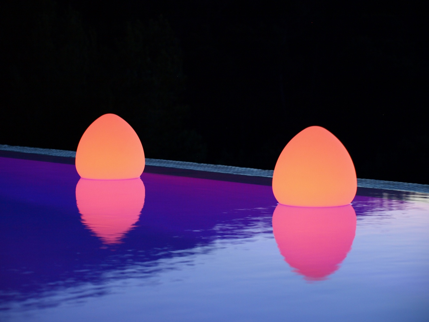 Schwimmleuchte-Pool-ROCK-ROCKY-SG LED Lampe Smart & Green bei VAN VUGHT Interiors in Berlin & Glieni