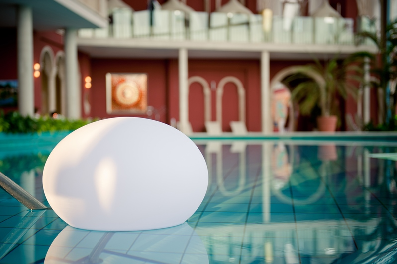 Flatball-LED Lampe Smart & Green bei VAN VUGHT Interiors in Berlin & Glienicke