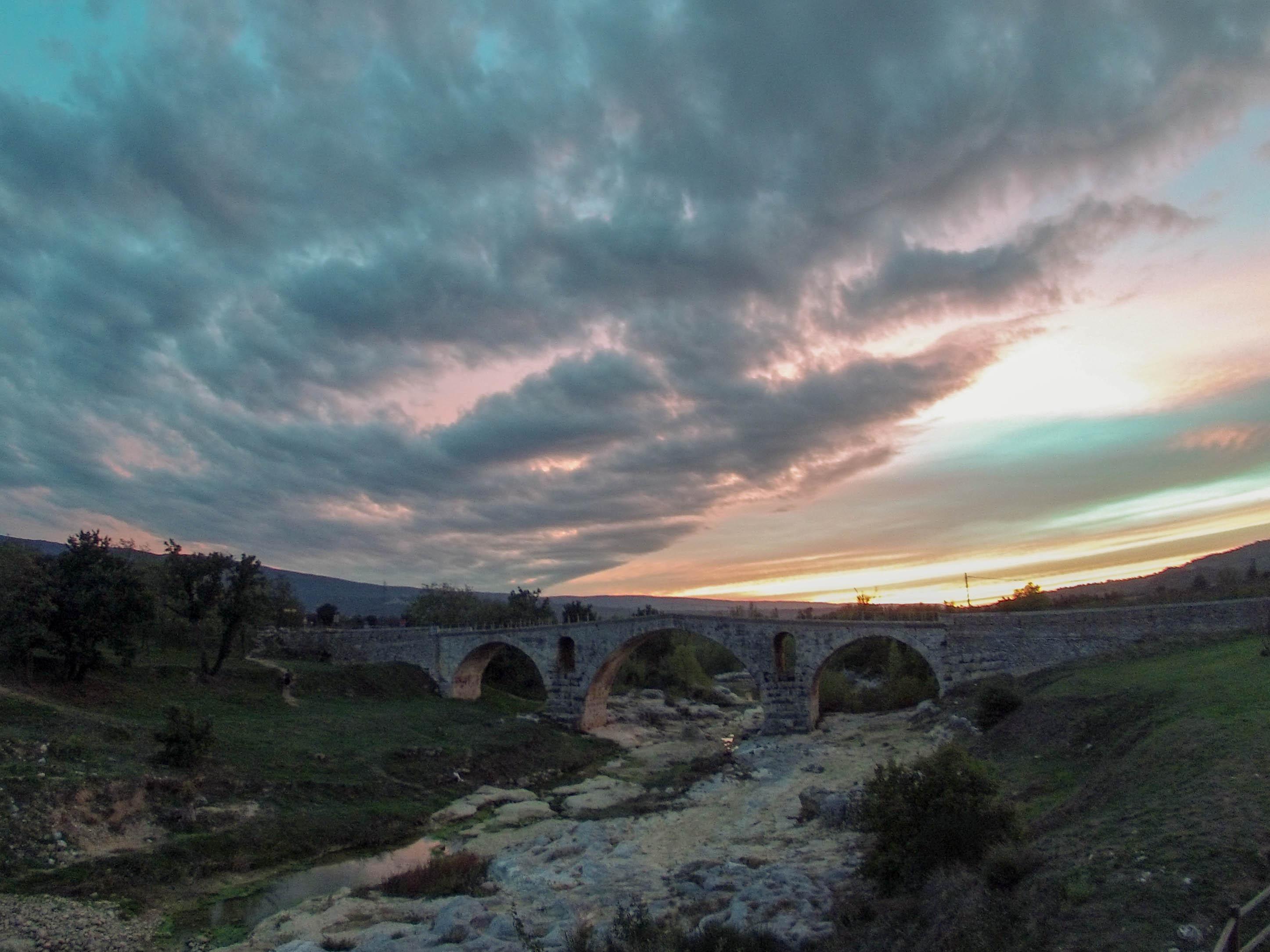 Le pont st Julien Lost Provence.jpg
