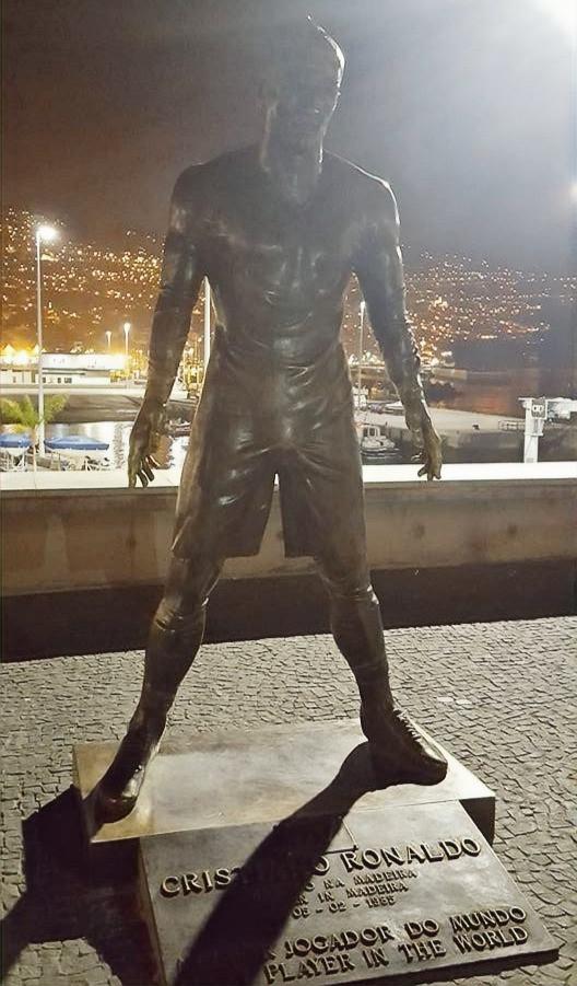 Estatua de Cristiano Rnaldo en Madeira, Portugal.