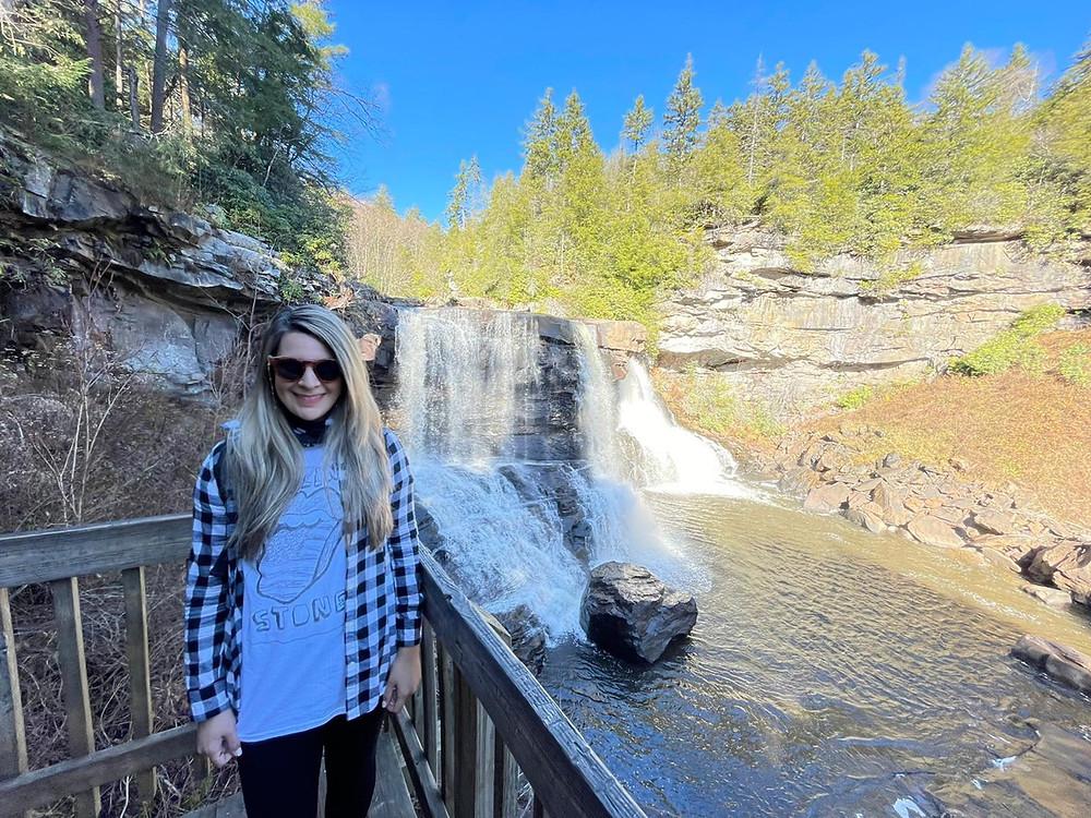 Visitando las Blackwater Falls State Park en West Virginia.