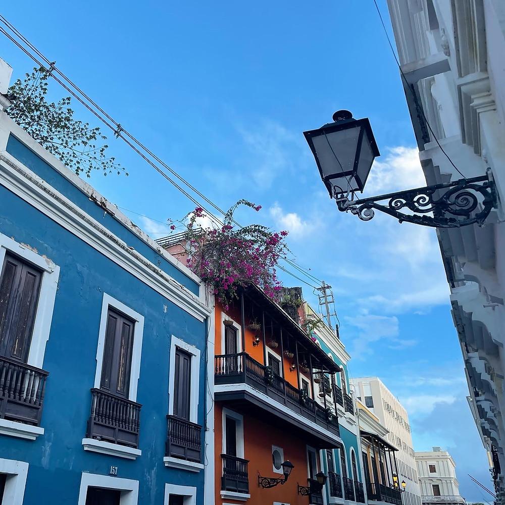 La Calle Luna en el Viejo San Juan, Puerto Rico.