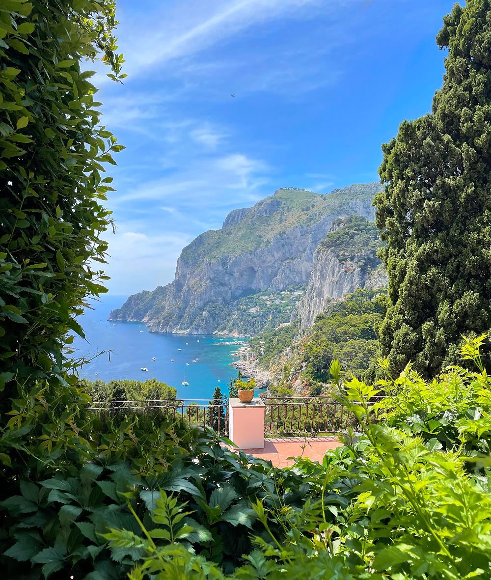 Caminando por la Vía Tragara y disfrutando de sus increíbles vistas al mar Tirreno