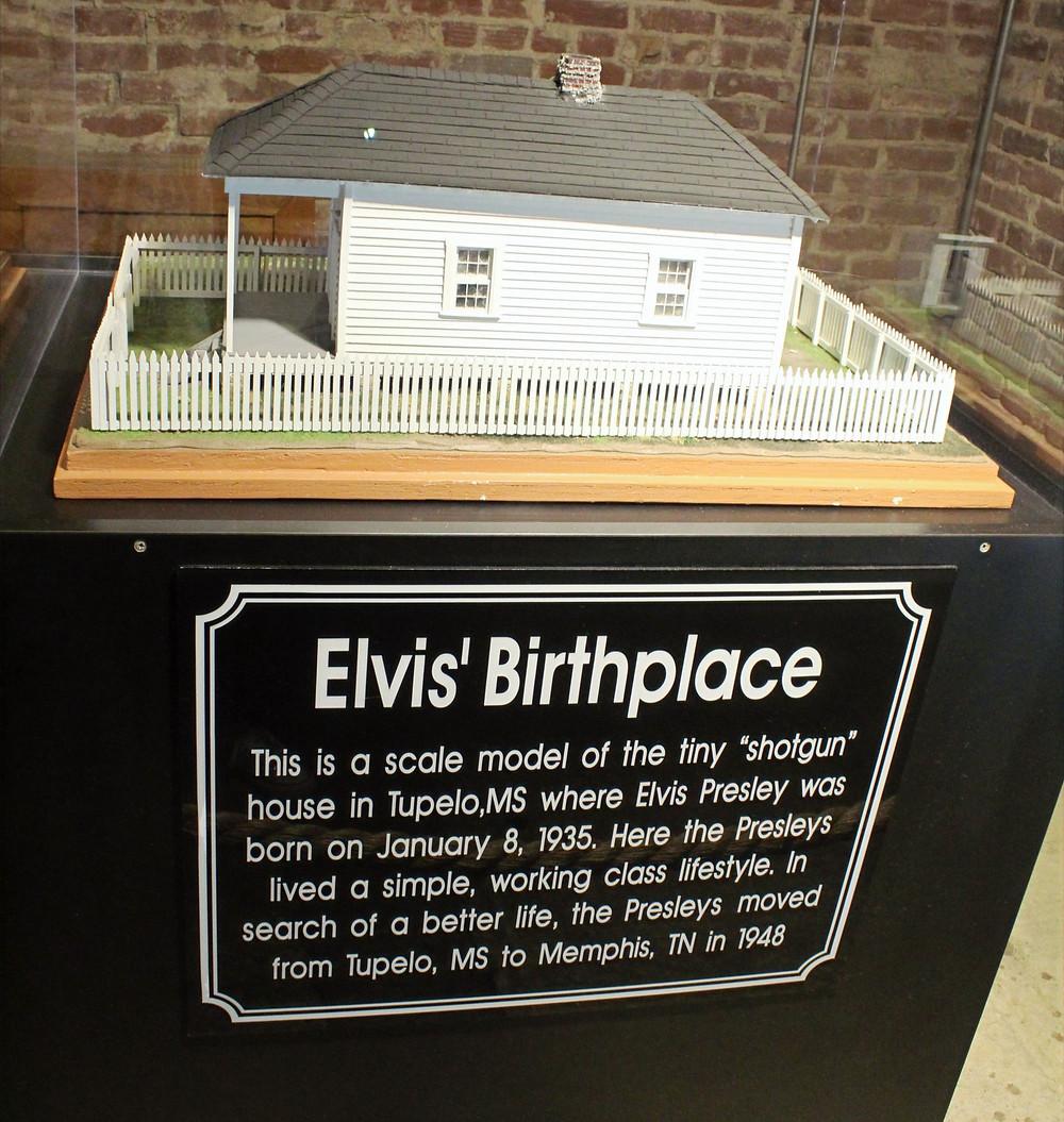 Antigua casa de Elvis Presley en Tupilo, Mississippi.