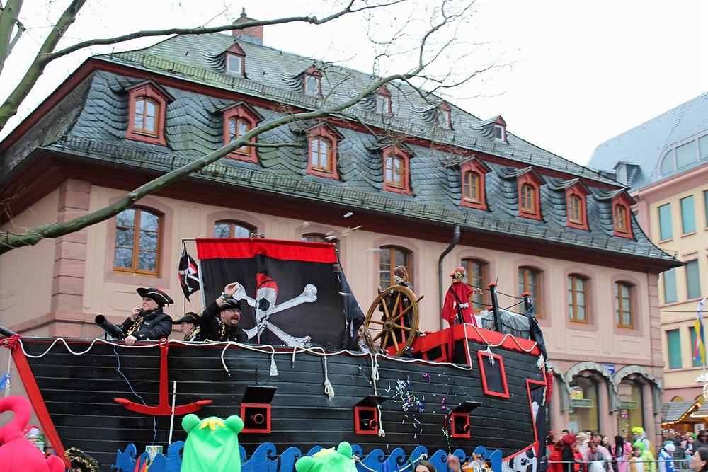 Celebración del Lunes de Carnaval en febrero en la ciudad de Maguncia.