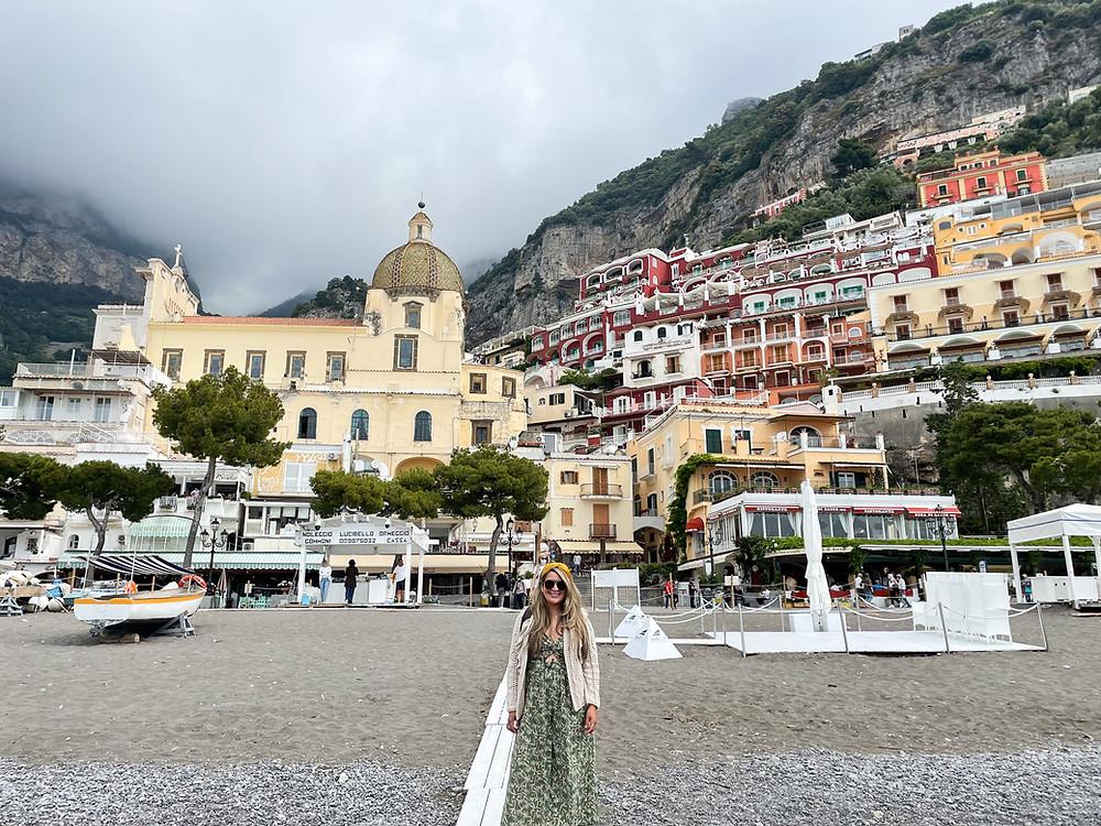 Disfrutándome la ciudad de Positano en Italia en horas.