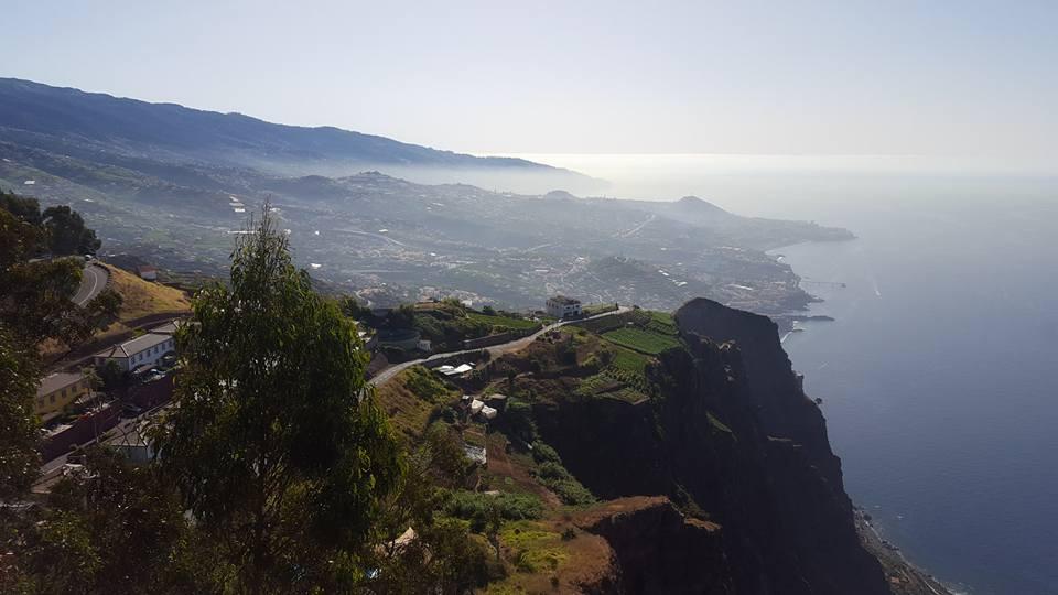 La hermosa ciudad de Funchal en la isla de Madeira en Portugal.