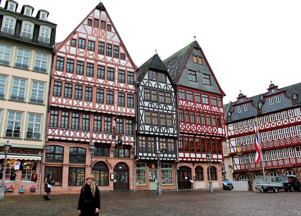 Los coloridos Römerberg en Frankfurt, Alemania.