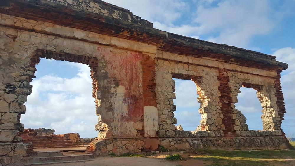 Visita a las Ruinas de la Base Ramey en la playa de Punta Borinquen en Aguadilla, Puerto Rico.