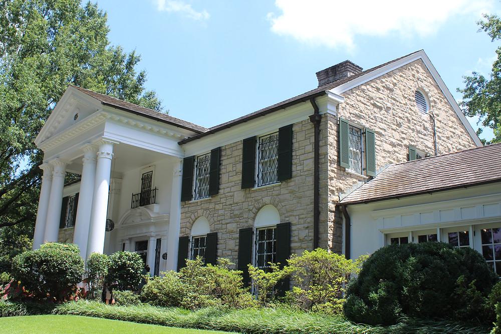 Graceland, complejo donde está la residencia de Elvis Presley en Memphis, Tennessee.