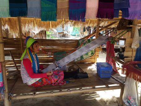 Más allá del simple nombre 'Mujeres Jirafas'