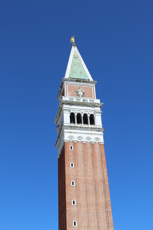 Paseando por la Piazza San Marco en Venecia, Italia.