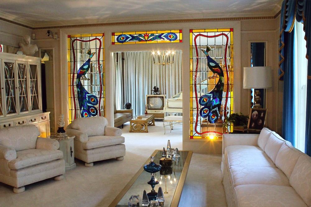 Sala de la residencia de Elvis Presley en Memphis, Tennessee.