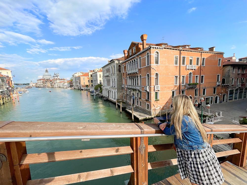 Conociendo el Gran Canal en Venecia, Italia.