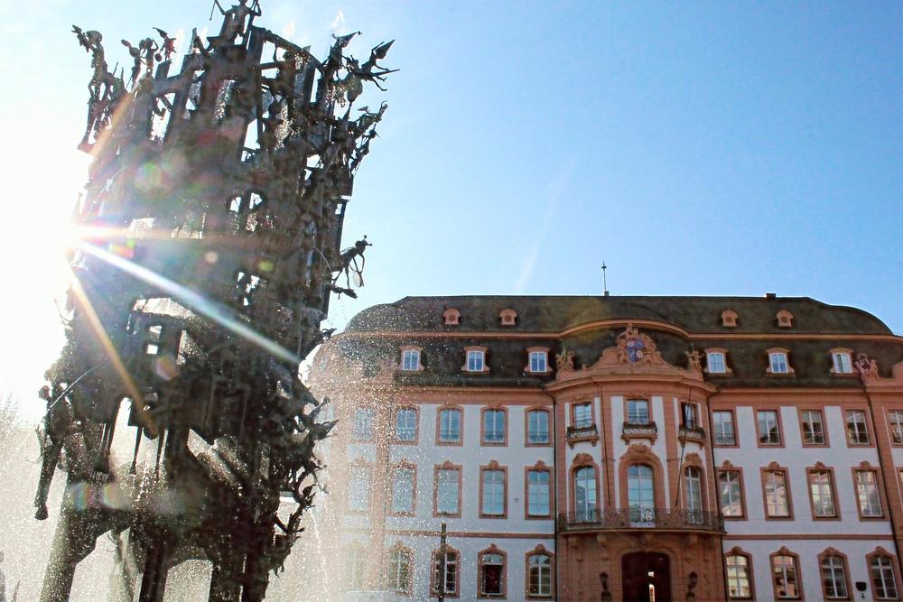 Schillerplatz en la ciudad de Mainz en Alemania.